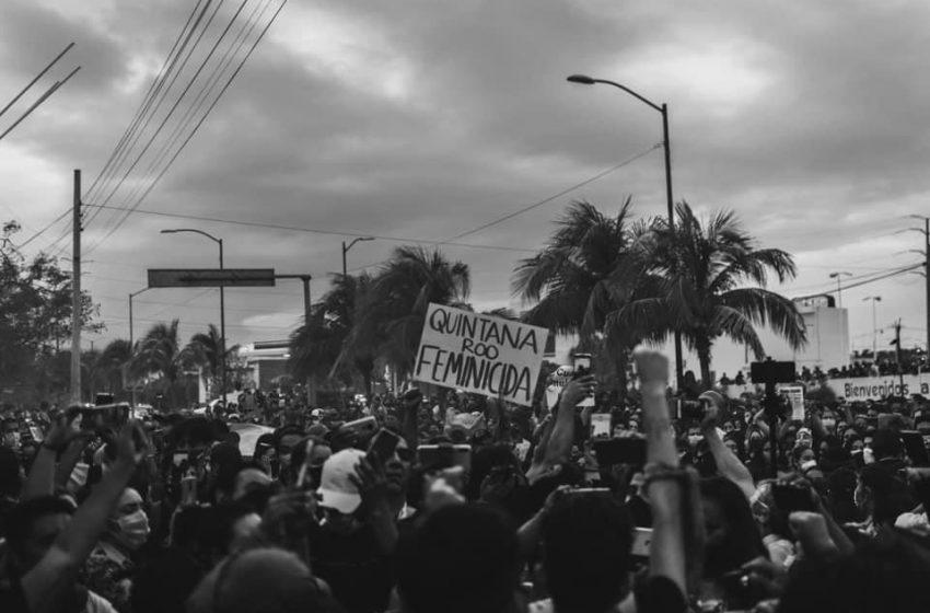 Despiden al jefe de la policía de Cancún por disparos en marcha feminista
