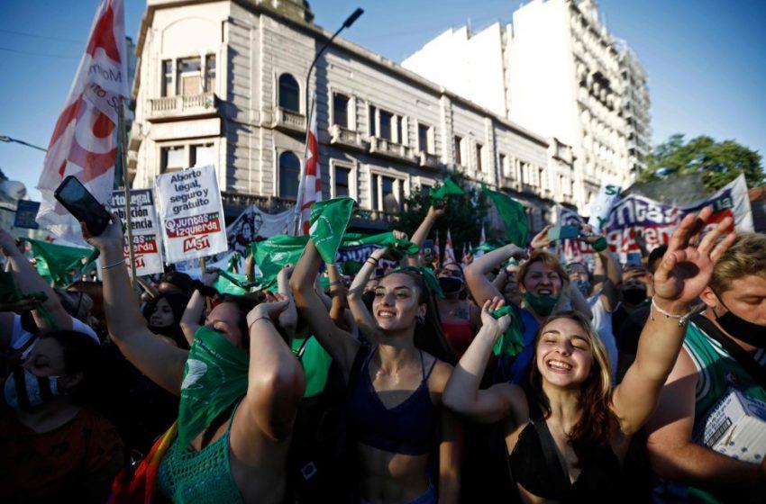 La marea verde avanza en Argentina: a un paso del aborto legal