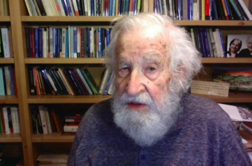 "El Dr. Noam Chomsky imparte conferencia ""Generative Grammar and Language Variation"""